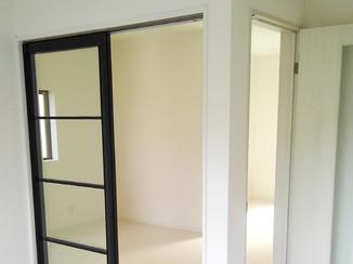 内装リフォーム 白を基調としたスッキリきれいな洋室