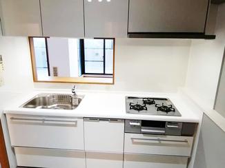 キッチンリフォーム 色の調和が取れたまとまりのあるキッチン